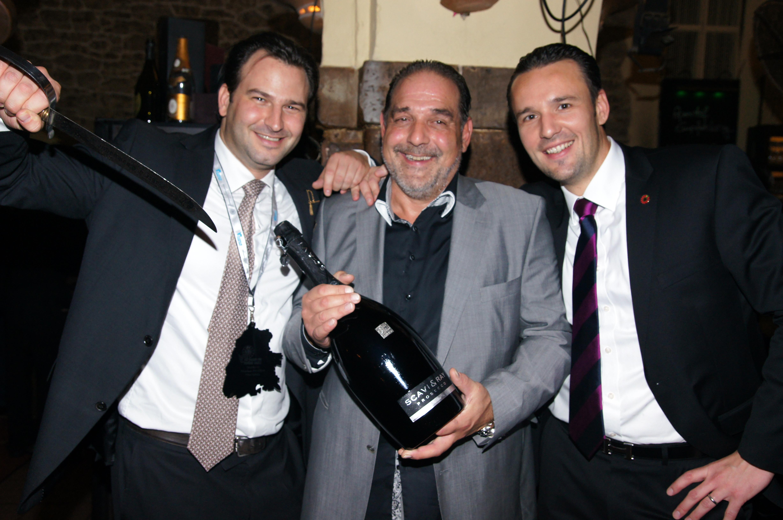 RT Präsident Nik Schlegel (links) und Arne Wimmer (rechts) mit Stephan Matthey, einem großzügigen Spender bei der Veranstaltung.