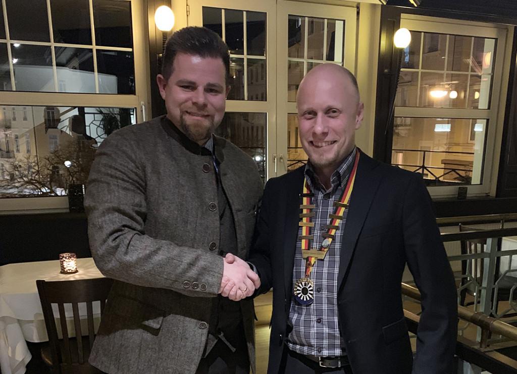 Amtsübergabe: Alexander Dubrowski übergibt seine Präsidentenkette an Florian Krase