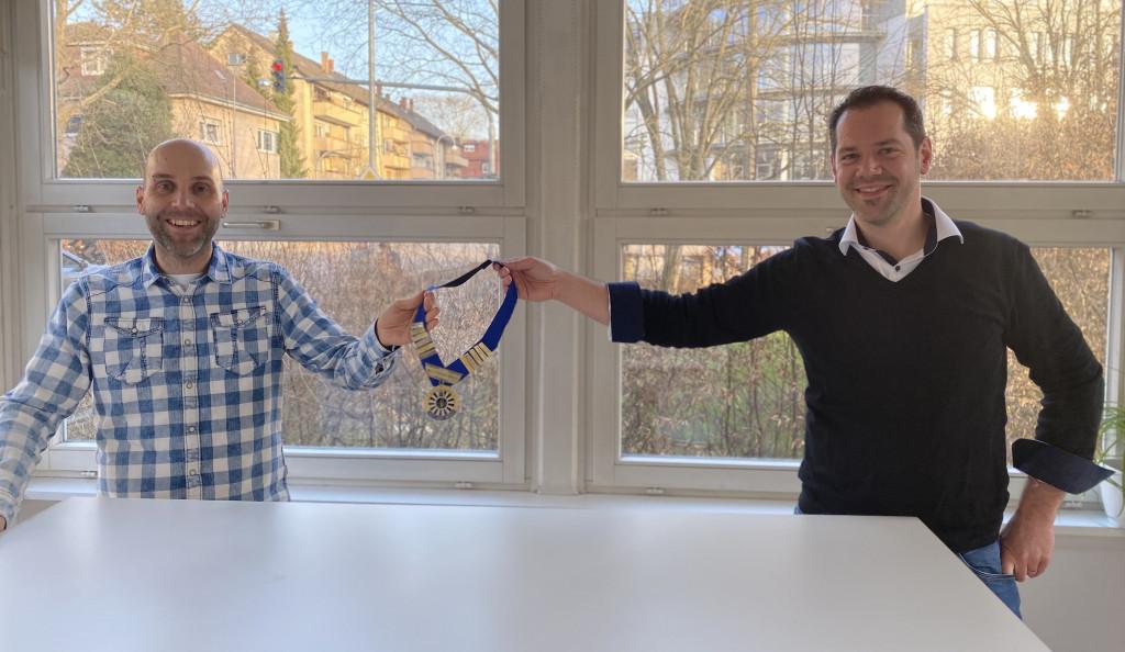 Matthias Jüngling (li.) übernimmt die Präsidentenkette von Car-Georg Gruner